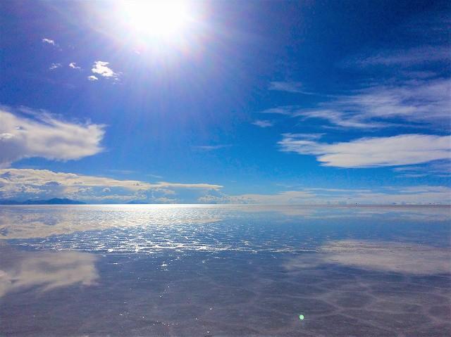 ウユニ塩湖ツアーで有名な穂高。乾季でも、鏡張りがあればできるかぎり訪問してくれます。